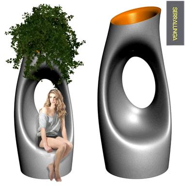 Vase édité par Serralunga et designé par Starck