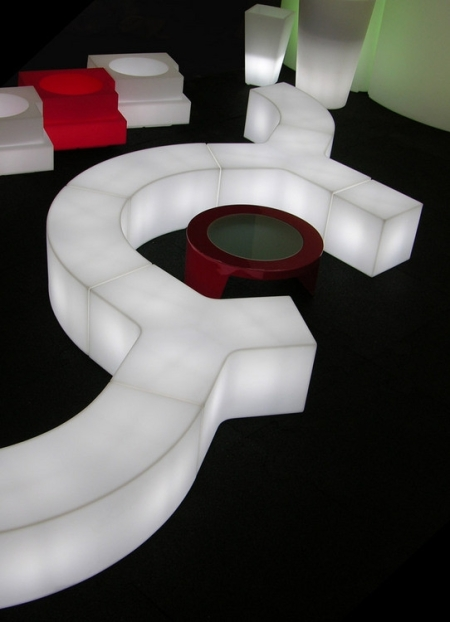 Ypsilon, table design et assise design, Slide